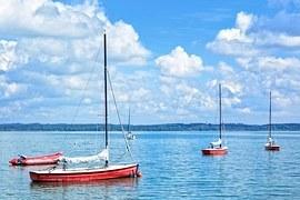sailing-boats-931523__180.jpg
