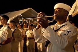 trumpeter-921701__180.jpg