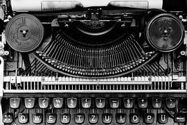typewriter-1156829__180.jpg