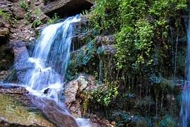 waterfall-1168172__180.jpg